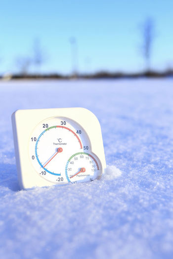 Thermometer and Psychrometer in snow Cool Field Psychrometer Scale  Sunlight Winter Accuracy Cold Cold Temperature Communication Day Direction Ground Humidity Minus Temperatures Minusdegrees Number Numbers Selective Focus Snow Still Life Sunny Day Texture Thermometer Time