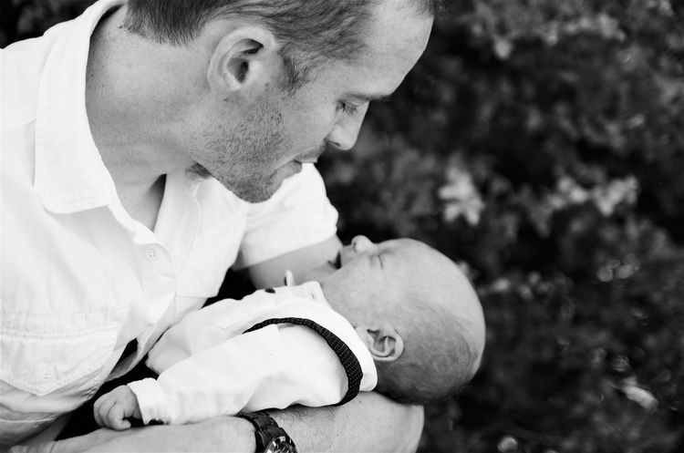 Headshot Holding Close-up Outdoors Fatherhood Moments Father & Son Fatherandson FatherSonMoments Fatherlove Father&son FamilyLove Familyportrait Blackandwhitephotography