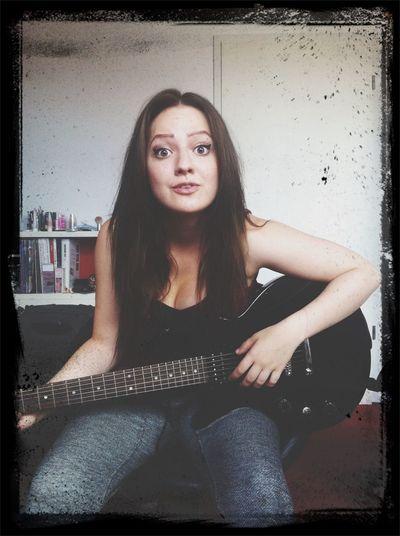 crazy little guitar girl ( Lespaul Epiphone Guitar Girl Rock )