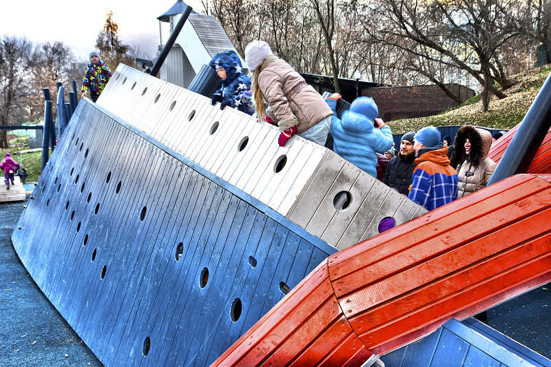 Activity Adults Autumn Day Blau Und Rot Blue And Red Children Children Playing Cold Outside Day Erwachsene Fun Gorky Park (Moscow) Herbsttag Kinder MONSTRUM_Denmark Moscovites Moskau Moskauer Outdoors People Playground Playground Equipment Spielplatz Surreal Surreal_manipulation