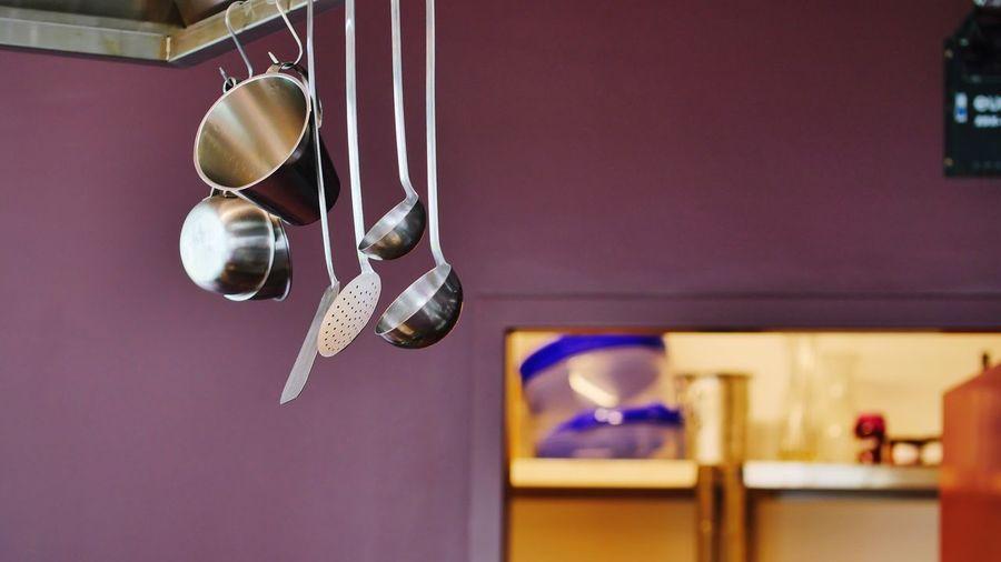 Kitchen Utensils Kitchen Art Kitchen Kitchen Things Kitchen Stories Kitchen Story Küche Küchenartikel Küchenutensilien Hanging