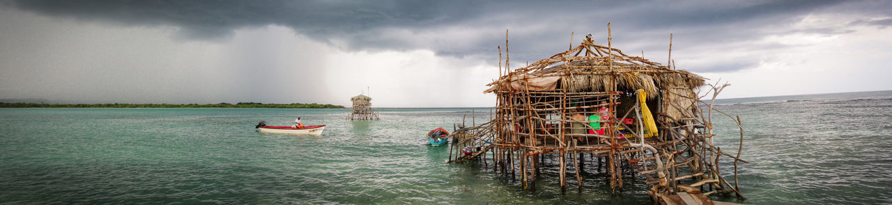 Pelican Bar, located about a mile offshore southern Jamaica. Red Stripe guaranteed. Jamaica Pelican Bar Sea And Sky Seascape Seastorm Hut StiltHouse Bijzonder Special Moment Special Place Extreme Drinking Saint Elizabeth