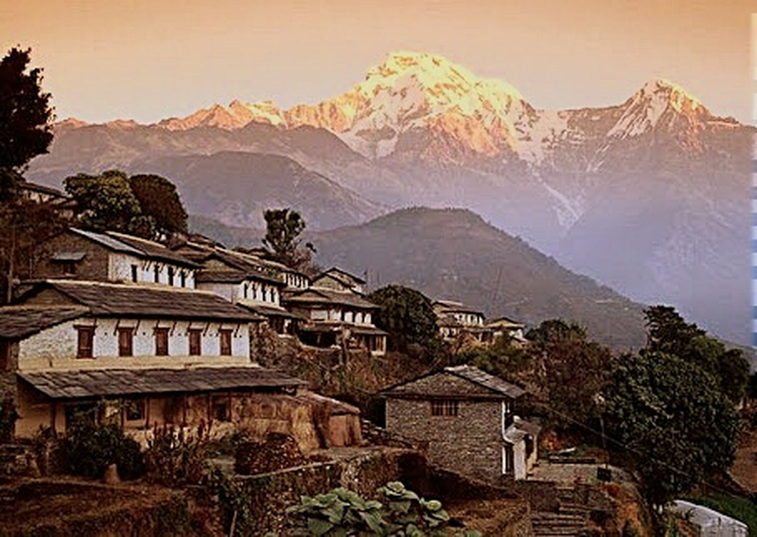 mountain, mountain range, built structure, building exterior, architecture, house, tree, residential structure, scenics, residential building, tranquility, sky, beauty in nature, nature, winter, tranquil scene, town, village, snow, landscape