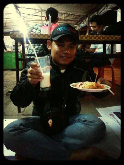warga @kaskusregdepok lagi nyobain Roti Bakar kaget (Robet) dan Susu Prawan.. enjoy!