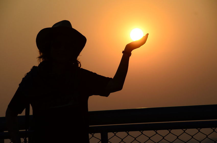 Hold The Sun Holding The Sun Silhouette Sunset Backlight Human Hand Women Around The World Dramatic Lighting Light And Shadow