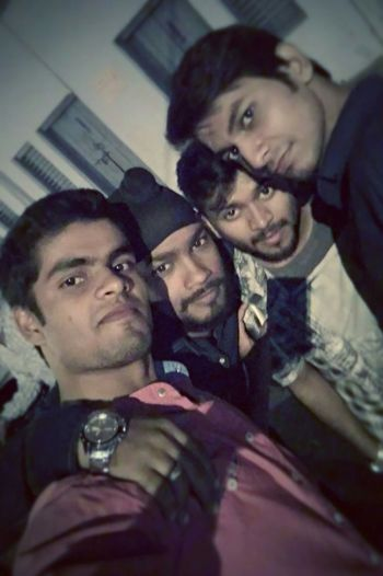 Hi! GoodEvening !❤ Freindz Groupfie FadeToBlack Hanging Out Nawaboflucknow Lucknow India