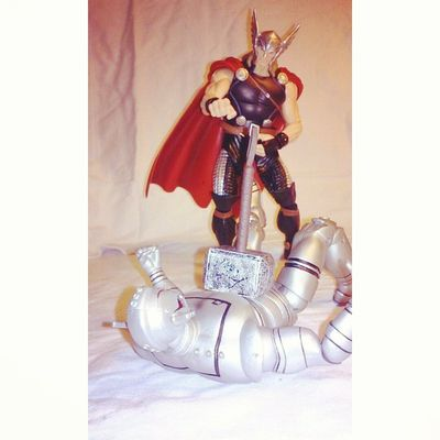 thor making a mockery of ultron Thor  Makingamockery Thorhammer Marvelselect Marvellengends Happynerd Figuretime Figures Figureoftheday Manchild Marvel Heros Villians Happynerd Geekingout Havingfun Infiniteseries AgeOfUltron Ultron Avengers