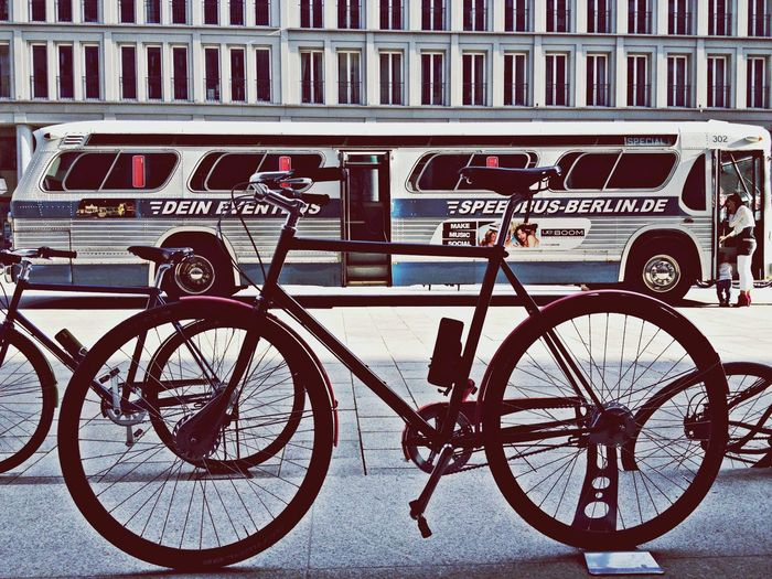 2 wheels vs 4 Cycle Bike Berlin Charlottenburg