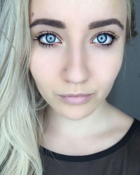 The Portraitist - 2016 EyeEm Awards Blue Eyes Self Portrait Blonde Smile Natural Natural Makeup Lonhair
