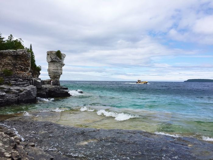 Lake Tobermory Blue Water Rocks Nature Ontario, Canada Getaways Summer Vacation Flowerpots