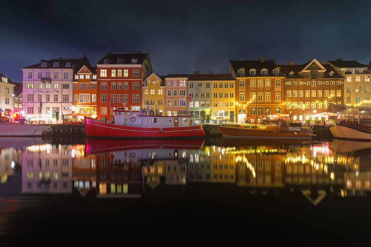had an amazing weekend in copenhagen. this was my first night there, buildings are just awesome. Night Architecture Reflection City Cityscape Building Exterior Illuminated Downtown District Travel Destinations Multi Colored EyeEm Masterclass Silhouette Nightscape Today's Hot Look Nyhavn Copenhagen Copenhagen, Denmark