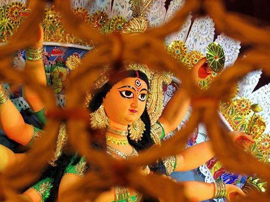 || শুভ নবমী || Theme Puja - 3 Location - Mahanirban Sangha . . Durgapuja DurgaPuja2015 ThemePuja AirtelPandalRun Lonelyplanetindia LPIndia LPInstaTakeover Ig_calcutta Kolkata_igers Onlyinbengal Sokolkata _cic _soi Myhallaphoto _pinup Canon Vscoindia Vscocam VSCO