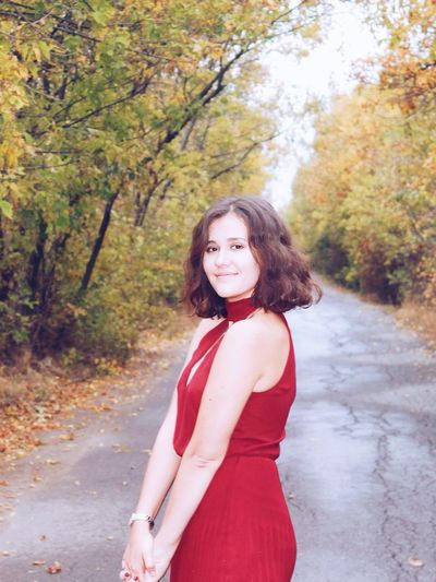 Autumn Red One Person Only Women Adult People Beauty Young Adult Smiling Long Hair Adults Only Portrait One Woman Only Leaf Young Women Forest Outdoors Beautiful Woman One Young Woman Only Day