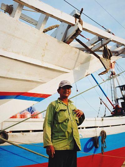 Learn & Shoot: Working To A Brief Portrait of Fisherman at Sunda Kelapa Harbor Streetphotography Documentary Urban Fujifilm