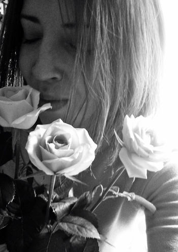 Happy B-Day To Me 😇🙃 Close-up One Person One Woman Only One Young Woman Only Flower Monochrome Photograhy Fortheloveofblackandwhite Eye4photography  Bw_collection ThatsMe Bnw_collection EyeEm Best Shots - Black + White Women Of EyeEm Blackandwhite Monochrome Captured Moment Blooming Enjoying Life Love Flowers_collection Roses Happy People Bnw Freshness Edits_bnw