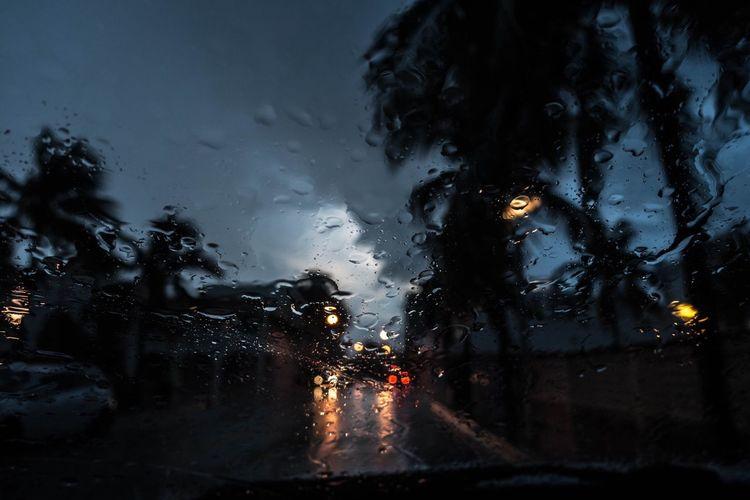 The Magic Mission Rain Wet Window Drop Illuminated Travel Leicacamera Eyewitness Streetphotography