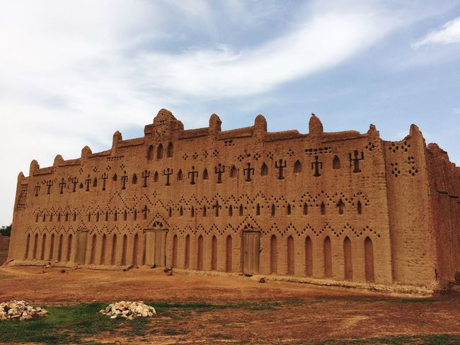 EyeEm Gallery Eye4photography  EyeEm Architecture History Famous Place Me Around The World Burkina Faso Sand Brick Mosque Traveling Journey Africa African Beauty September Building Building Exterior