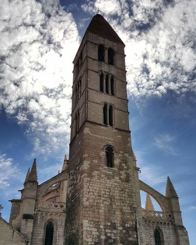Cloud - Sky Architecture Tower Religion Building Exterior Built Structure Clock Tower Sky History Low Angle View Day Clock Travel Destinations Place Of Worship Outdoors No People Tree Clock Face Valladolid🇪🇸