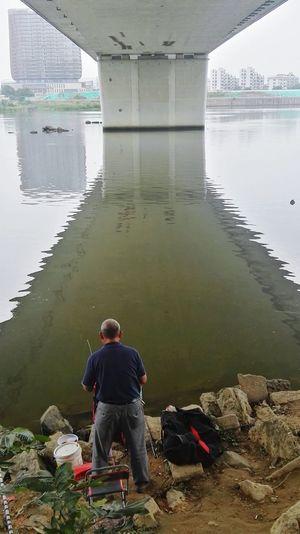 钓者 Water Full Length Men Sitting Lake Relaxation Mid Adult Politics And Government Mid Adult Men