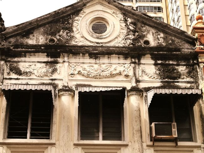 When you aged beautifully, someone might appreciate you Taking Photos Relaxing Enjoying Life Penang Urban Life Randomshot Old House Urban Historical Building Memories Abandoned Buildings Appreciate The Little Things In Life Everyday Lives
