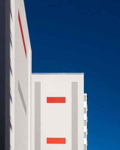 Blue No People Clear Sky Sky Fujix_berlin Ralfpollack_fotografie Minimalism Minimalist Photography  Low Angle View Architecture Copy Space White Color Built Structure Red Building Exterior Sunlight Building Wall - Building Feature Outdoors 17.62°