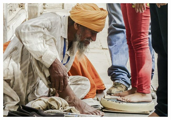 Weighing Scale Pavement Streetphotography Young And Old Livelihood Balancedlife Balanced Photography