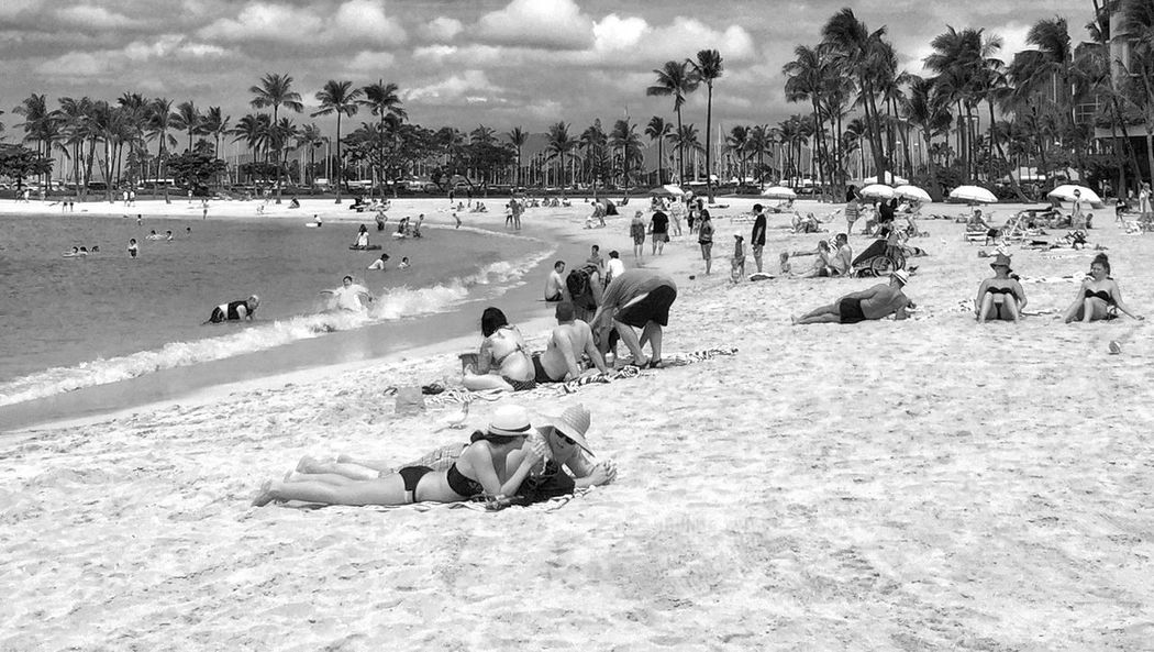 Waikiki beach, Honolulu, Hawaii Hawaii WaikikiBeach Waikiki Honolulu  Beach Blackandwhite Black And White Black & White