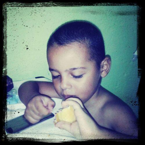 Daniel Felipe , muito aplicado no café da manha !! Cohabitation Maiquemaia Sao Paulo - Brazil Jamaicaracas