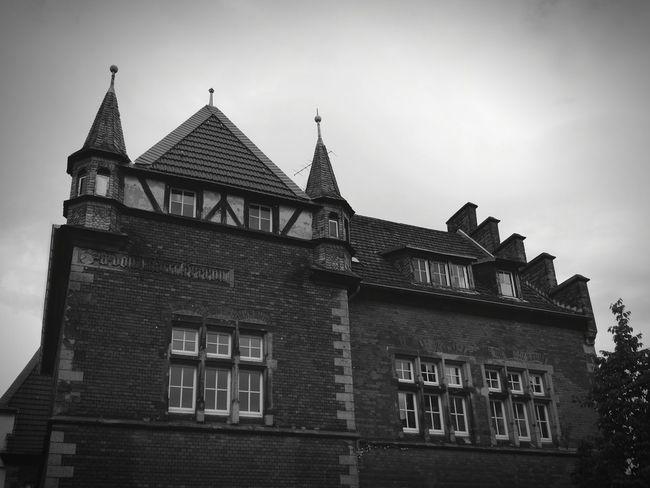Hospitality Hospital Hospital View Krankenhaus Historisches Gebäude Historisches Historisch Historische Plätze Windows Window Roof Sky No People
