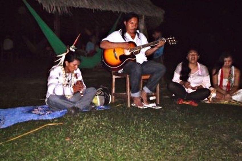 Os índios tocando na Aldeia Yawanawá. Brazil Indios Amazonas-Brasil 🇧🇷 Cavalera Acre