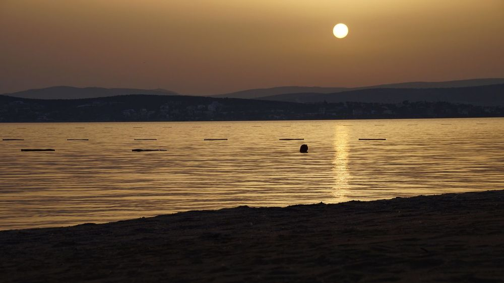 Sunset in Çeşme Sonnenaufgang Sunrise Strand Cesme, Turkey çeşme Alaçatı Çeşme Izmirli Izmir Turkey Izmirlife ızmir Izmir Water Sky Beauty In Nature Scenics - Nature Mountain Tranquil Scene Nature Bird Sea No People Silhouette
