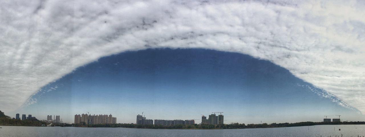 云。城市,湖。奇观