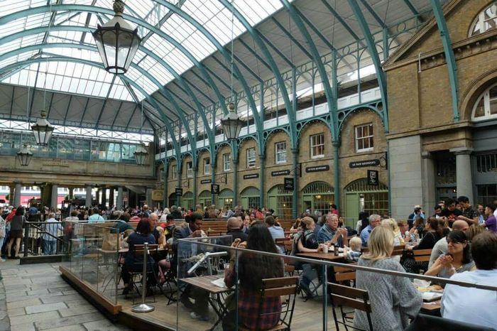 Traveler Travelingtheworld  Travel Photography Traveling Sightseeing England Coventgarden Coventgardenmarket Travelphotography People Watching