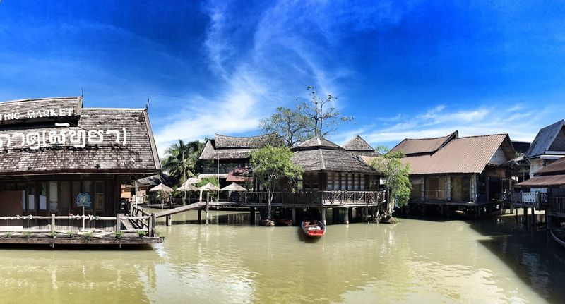四方水上市場 Rivermarket Riverview Riverscape Boats And Water Outdoors Cloud - Sky Architecture Nature Blue Sky Hot Day Thailand_allshots Thailandtravel Thailand Photos Pattaya Thailand