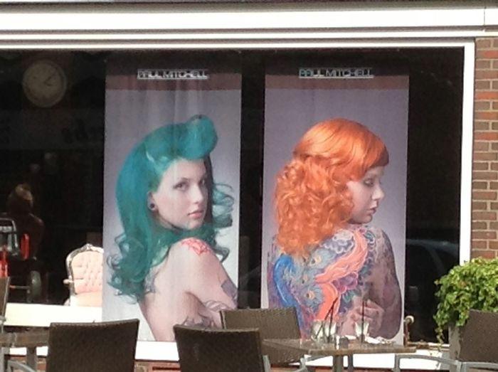 Display Friseur Friseursalon Frisuren Front View Shop Waist Up Young Adult