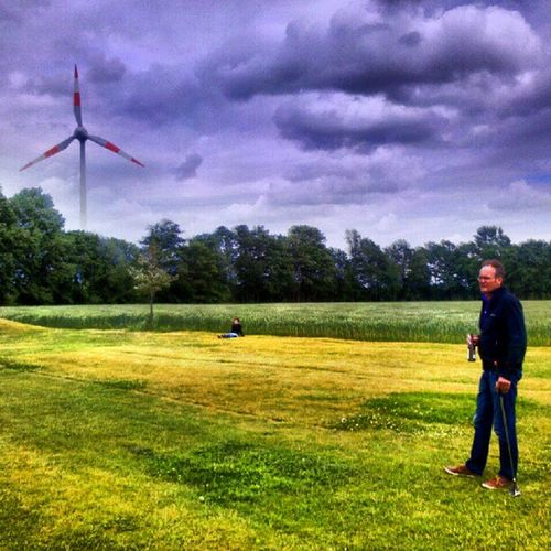 Tödden Golfen... Windwheel Clouds Windengine Sky Windturbine Tree Swingolf Golf HDR Windmill Grass Skyporn Instagood Course Turbine Amazigram
