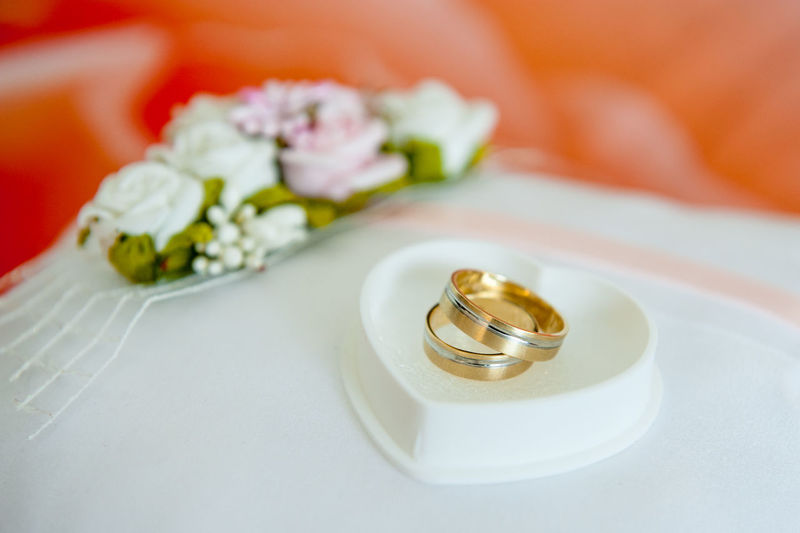 Bridal Bride And Groom Close-up Extreme Close Up Flower Full Frame Marriage  No People Nuptial Rings Rings In Box Rings On Heart Rings 💍 Selective Focus Wedding Day