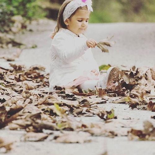 Çocukları çokkkkkkk seviyorum... 😚😘😙 Temiz Saf Mutluluk Cok çocuklar sonbaharda yapraklar ins instamood