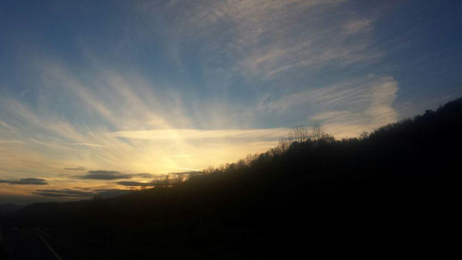 Enjoying Life Peaceful View Sky And Clouds Beautiful Sunlight Sun And Sky No Filter, No Edit, Just Me Sunset Mountain Sunset Sun