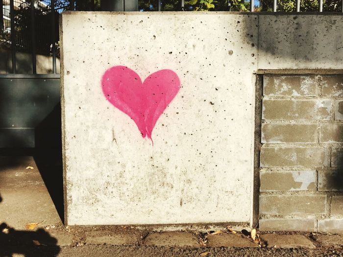 Graffiti Positive Emotion Love Heart Shape Emotion Romance Art And Craft Creativity Pink Color Valentine's Day - Holiday Wall - Building Feature Outdoors Drawing - Art Product Message