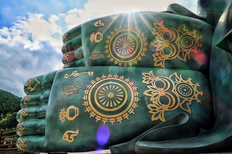 仏像 ブロンズ像 仏様 お寺 寺院 神社仏閣 福岡県 篠栗 南蔵院 ほとけさま Temple Buddha Statue Buddhist Temple Buddhist Image Buddhist Large Group Of Objects EyeEm Gallery EyeEm Best Shots Nature EyeEm Nature Lover マイナスイオン 写真撮ってる人と繋がりたい Sky Sunbeam Sun