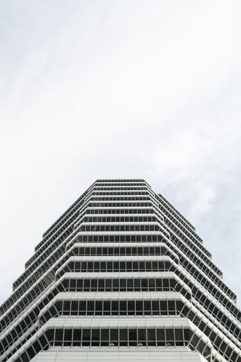 The colourful, sleek, old and new architecture of Singapore. Architecture Singapore The Architect - 2018 EyeEm Awards Architecture Building Building Exterior Built Structure City Cloud - Sky Day Financial District  Low Angle View Modern Nature No People Office Office Building Exterior Outdoors Pattern Sky Skyscraper Tall - High Tower Travel Destinations