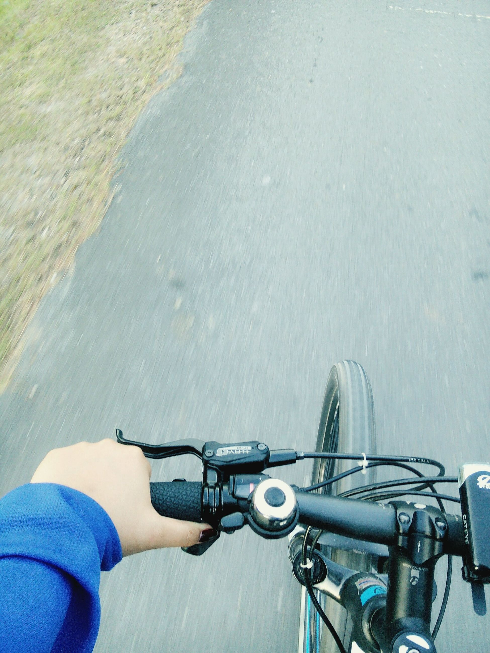 bicycle, transportation, land vehicle, mode of transport, men, riding, lifestyles, part of, leisure activity, stationary, personal perspective, travel, street, cropped, cycling, low section, parked