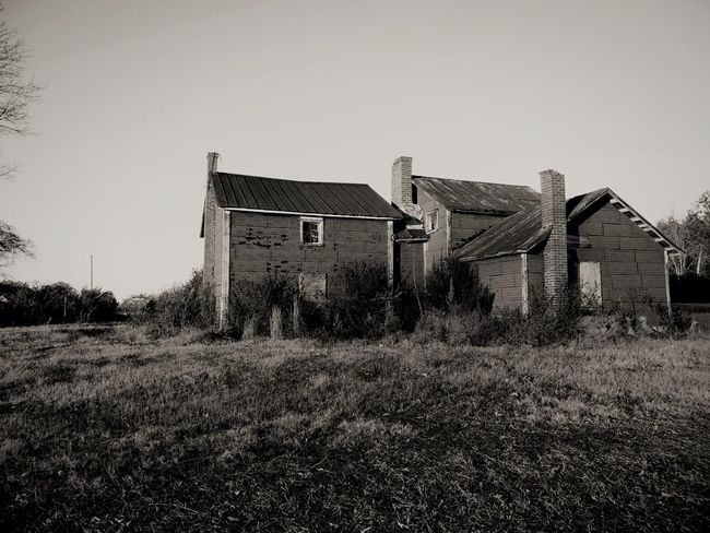 Abandoned house on an old tobacco farm. Abandoned Abandoned House Black And White Country Scenery Farm Structure Farmlandscape Rural Exploration Rural America Abandoned America Abandoned Country House EyeEm Selects Architecture Built Structure Building Exterior House Outdoors Residential Building No People