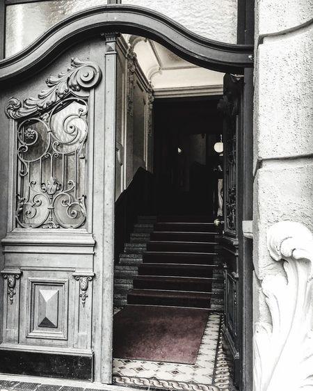 Hauseingang in München , frontdoor in munich Door Built Structure Entrance Architecture Day Doorway The Way Forward No People Indoors  Munich Blackandwhitebutnot Frontdoor Haustür Erbaut Um 1900