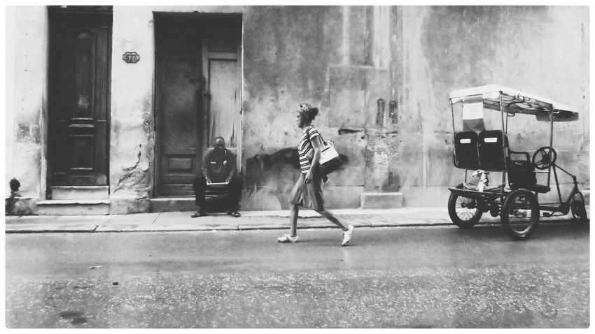 Street Real People People Streetphotography Blackandwhite Monochrome Snap a Stranger EyeEm Best Shots - Black + White Traveling EyeEm Best Edits Cuba Havana