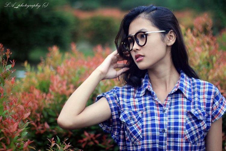 She's beautiful :) Follow4follow Beautiful Instagood Followme Surakarta Modeling Pose Fotografer Canonphotography Canon600D Edupark Instapicture Photooftheday Photography