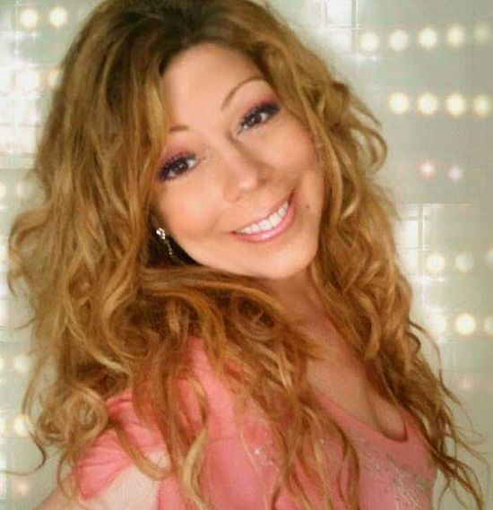That's Me Mariah Lookalike Mclookalike Taking Photos Mariah Lookalike Talent Impersonator MariahCarey LookAlikes Curly Hair💜 Impersonators Image