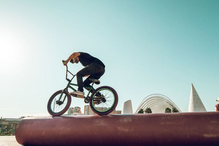 BMX rider doing tricks in the man with a bmx bike in the city Bmx  Bmx Cycling Bmxlife Bmx Bikes Young Man Young Man Streetphotography Street Tricks Bmx Tricks Bmx Bike Riding Bike Jump Extreme Sports Urban Sports Cycle Cycling Cyclist Culture Sport Fliying urban sports