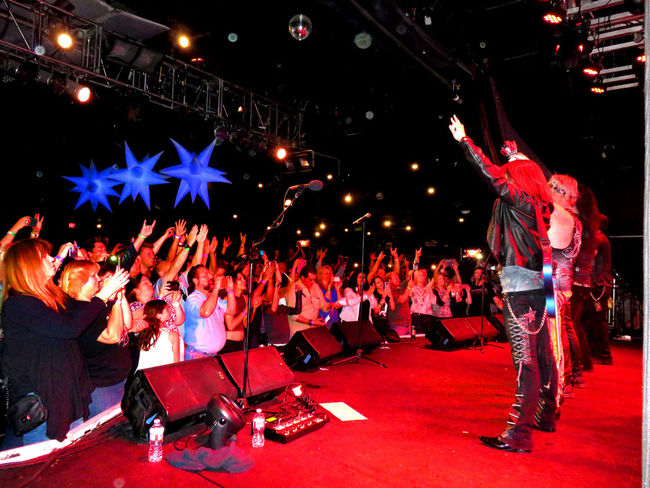 Arts Culture And Entertainment Crowd Enjoyment Large Group Of People Musicians Nightlife Performer  Ratt Rock And Roll